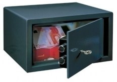 le17_furniture_safe1