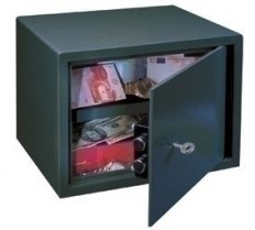 le25_furniture_safe1