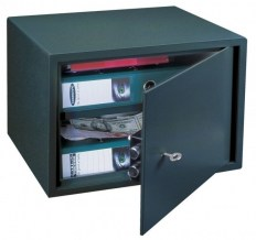 le30_furniture_safe1